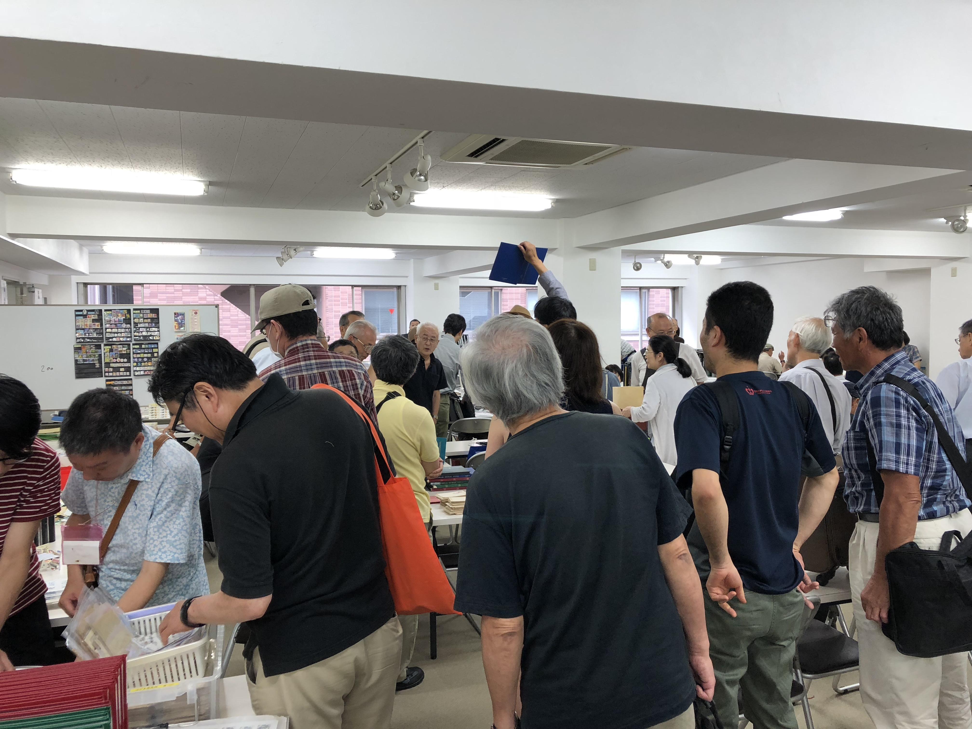 切手素人の大学生が、切手のフリーマーケット、切手市場に行ってみた!